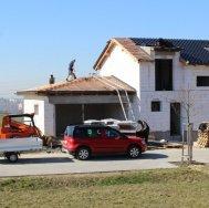 Hrubá stavba domu v Chloumku